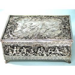 Wyjątkowa szkatułka platerowana z amorami na Walentynki