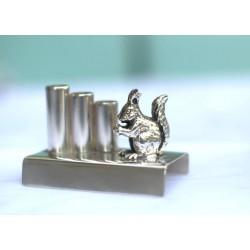 Posrebrzany stojak do długopisów z wiewiórką